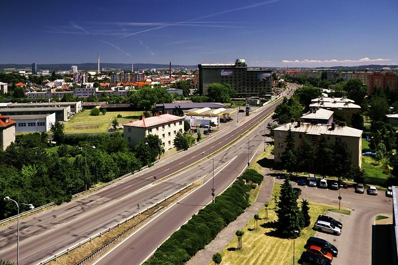 Pohled z Hotelového domu na ulici Velkomoravská