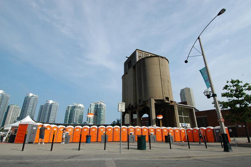050630 6782 Canada - Toronto - AA International 2005 - CN Tower _A _P ~E ~L.JPG