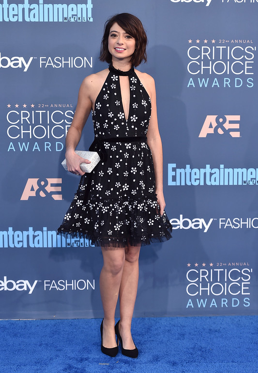. Kate Micucci arrives at the 22nd annual Critics\' Choice Awards at the Barker Hangar on Sunday, Dec. 11, 2016, in Santa Monica, Calif. (Photo by Jordan Strauss/Invision/AP)
