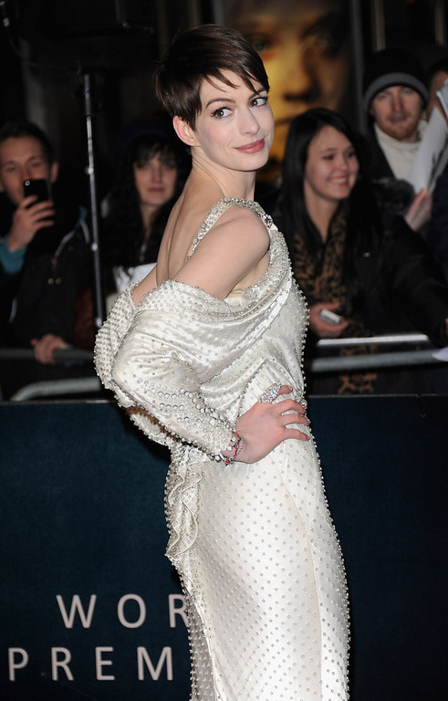 """. Actress Anne Hathaway attends the \""""Les Miserables\"""" World Premiere at the Odeon Leicester Square on December 5, 2012 in London, England.  (Photo by Stuart Wilson/Getty Images)"""