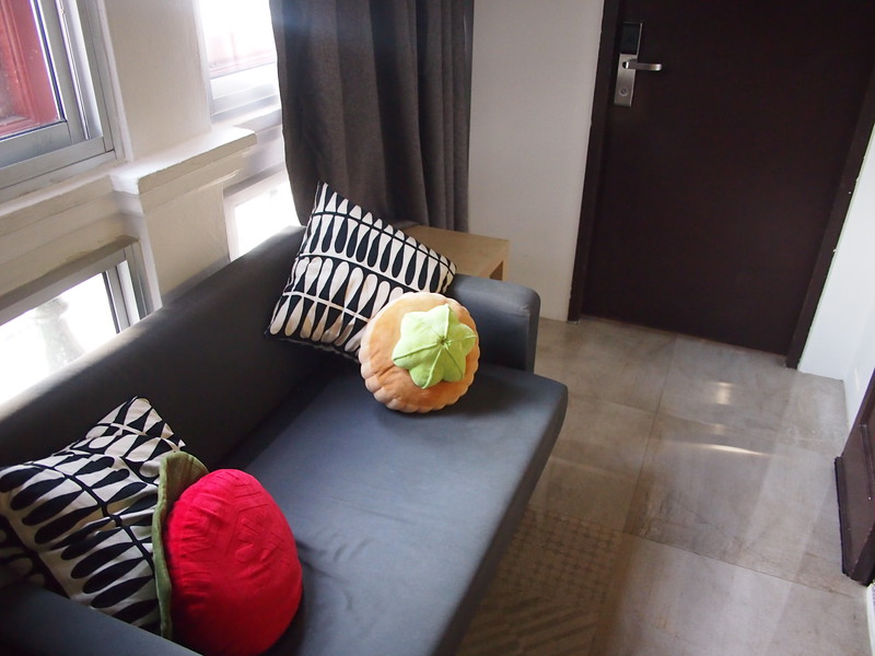 P5112381-lounge.JPG
