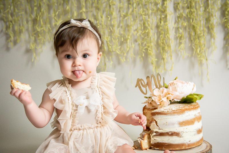 Amber cake smash-3591.jpg