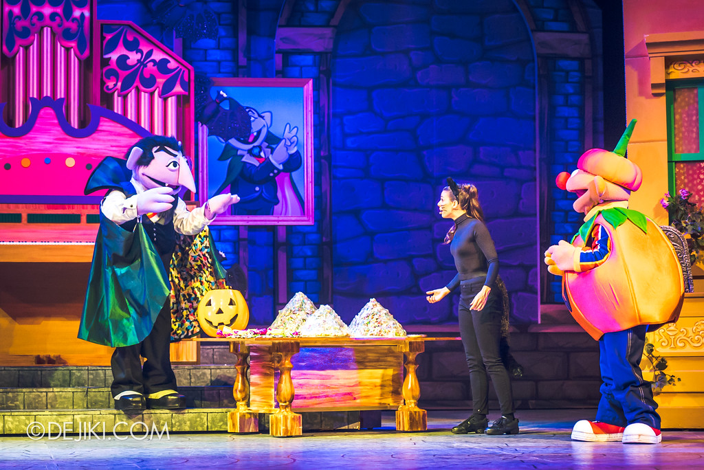 Halloween Horror Nights 7 Before Dark 2 Preview Update / New Show at Pantages Hollywood Theatre - Trick or Treat with Sesame Street - The Count and his stash of candies
