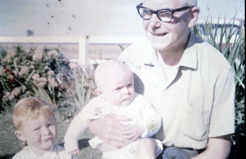 1966-1-4 (14) David 2 yrs, Susan 5 mths with Alex.JPG