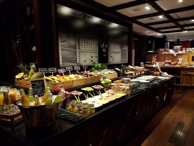 Breakfast spread Hotel 1898.jpg