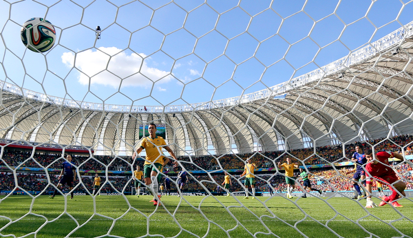 . Netherlands\' Robin van Persie, second right, scores his side\'s 2nd goal during the group B World Cup soccer match between Australia and the Netherlands at the Estadio Beira-Rio in Porto Alegre, Brazil, Wednesday, June 18, 2014. (AP Photo/Martin Meissner)