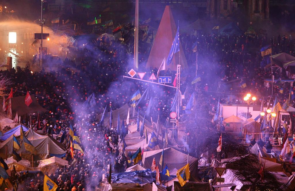 . Ukrainians gather on the Independence Square during continuing protest in Kiev, Ukraine, 18 February 2014.  EPA/IGOR KOVALENKO