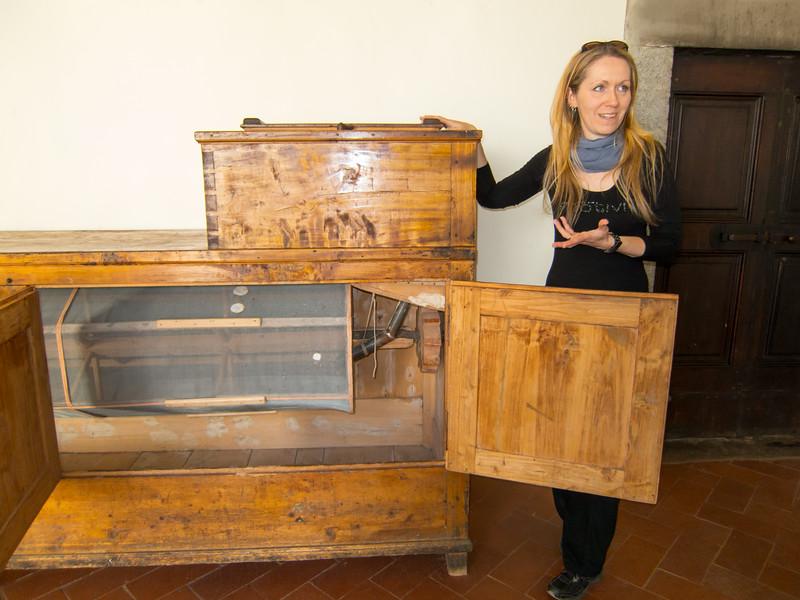 Leonardo da Vinci's mass production flour sifter, demonstrated by our tour guide