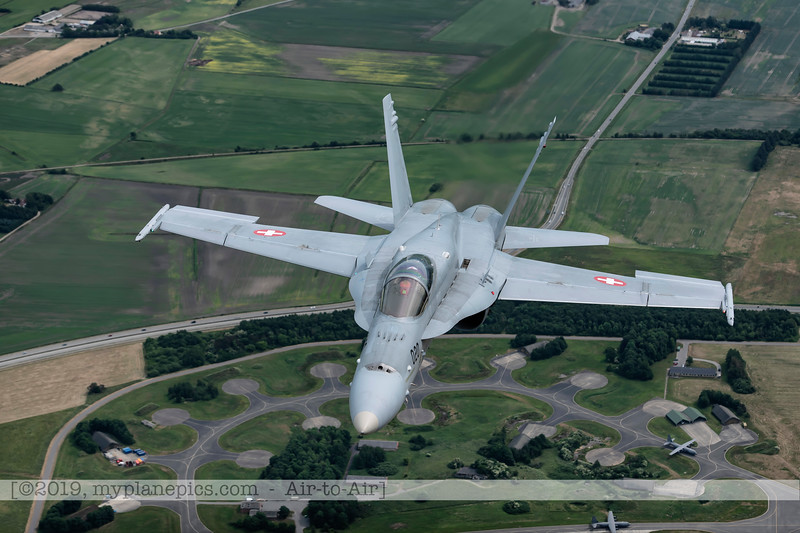 F20180609a112817_2209-F-18A Hornet-J-5020-Suisse-Demo-a2a-Aalborg,Danemark.JPG