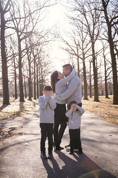 Brenda-Family-Christmas (12 of 46).jpg