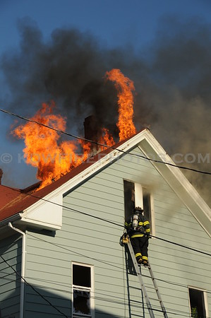 Wakefield, MA - 4th Alarm - 28 RichardsonRd - 4/14/10