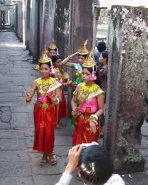 Preparing For King's Visit to Angkor Wat - December 2004