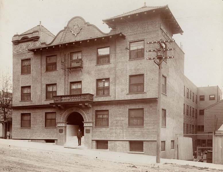 Exterior view of the Hotel Munn on Olive Street in Los Angeles, 1900-1909