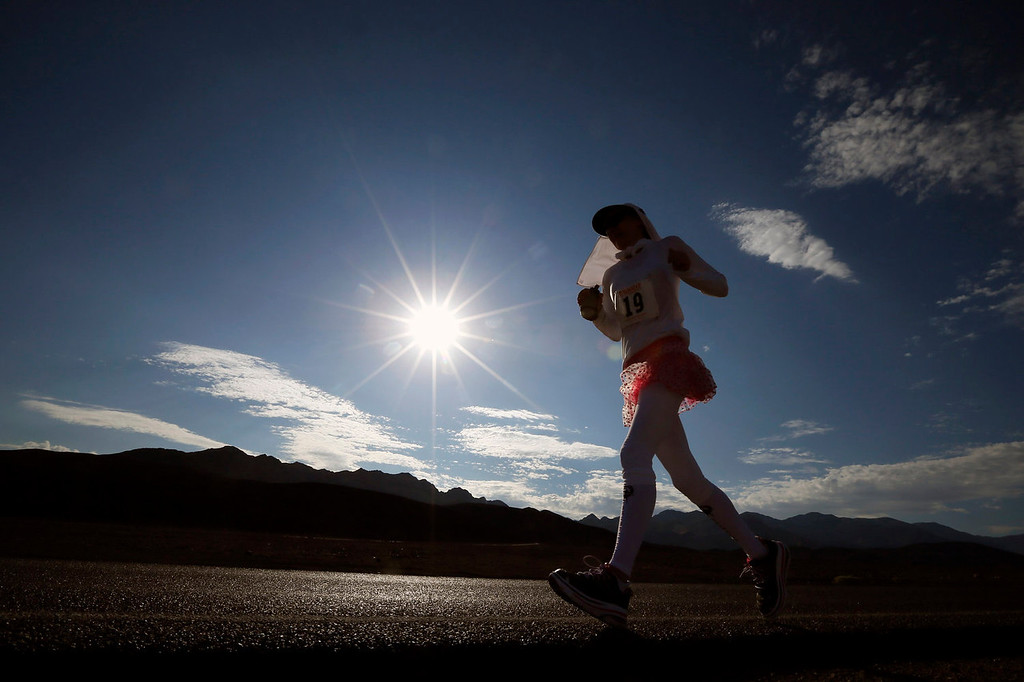 . Lorie Alexander of Canada, 54, competes in the Badwater Ultramarathon in Death Valley National Park, California July 15, 2013. The 135-mile (217 km) race, which bills itself as the world\'s toughest foot race, goes from Death Valley to Mt. Whitney, California in temperatures which can reach 130 degrees Fahrenheit (55 Celsius).  REUTERS/Lucy Nicholson