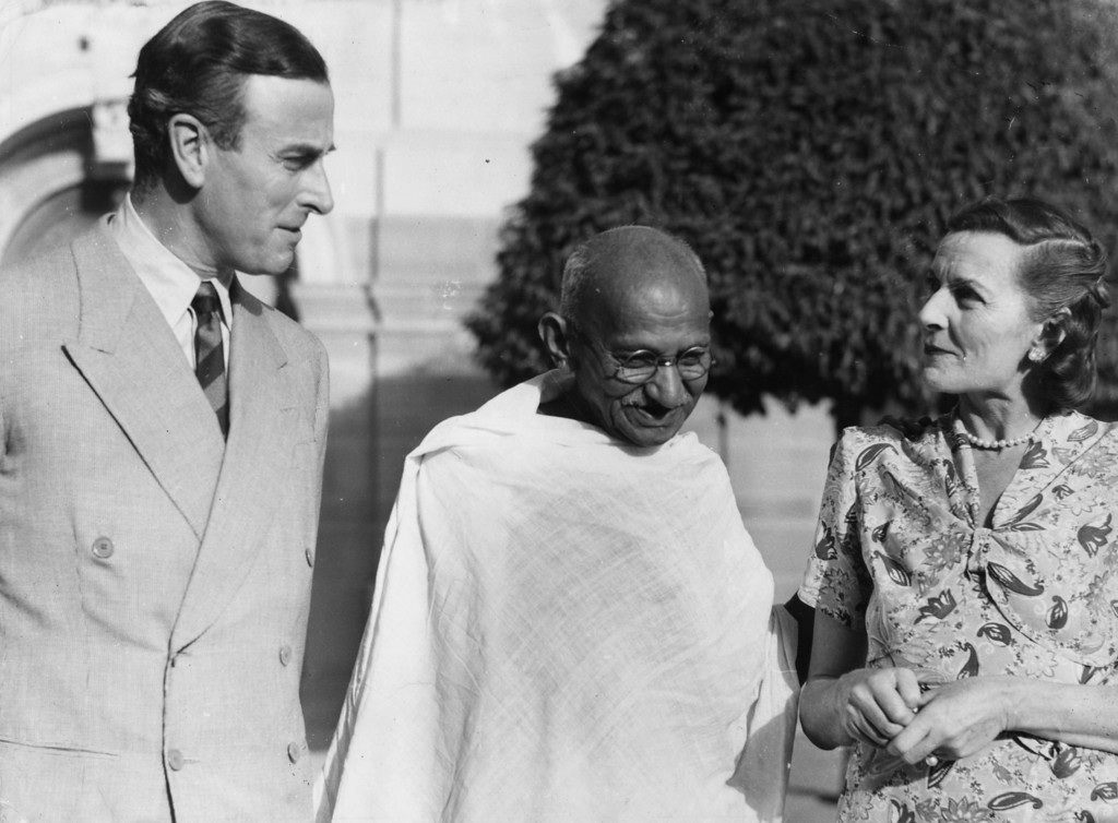 . The Indian Nationalist leader Mahatma Gandhi (Mohandas Karamchand Gandhi, 1869 - 1948) meets the Viceroy of India Lord Mountbatten (1900 - 1979) and his wife, at the Viceroy\'s House in New Delhi, 1947.    (Photo by Keystone/Getty Images)