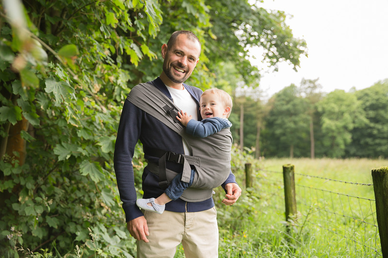 Izmi_Toddler_Carrier_Cotton_Mid_Grey_Lifestyle_Side_Carry_Dad_And_Toddler_Laughing.jpg