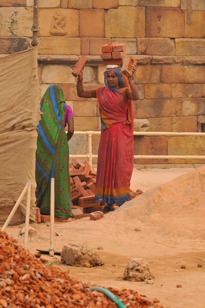 _DSC8527_women_workers.jpg