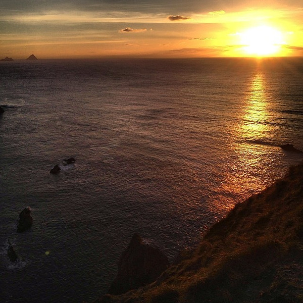 Irish Sunset: Kerry Cliffs, on the edge of the Ring of Kerry. A beautiful end to an unbelievably clear weather day. #dna2ireland