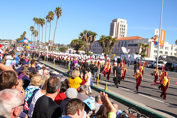 HOLIDAY BOWL PARADE2-0409.jpg