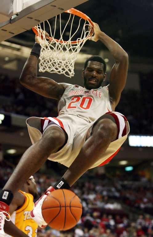 . Ohio State\'s Greg Oden (20) dunks against Tennessee during the first half Saturday, Jan 13, 2007, in Columbus, Ohio. (AP Photo/Terry Gilliam)