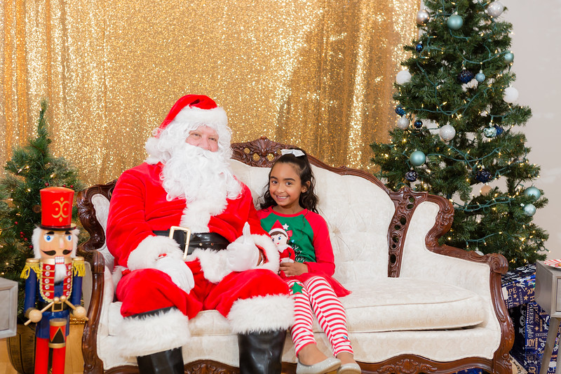 FADS Picture with Santa-272.jpg