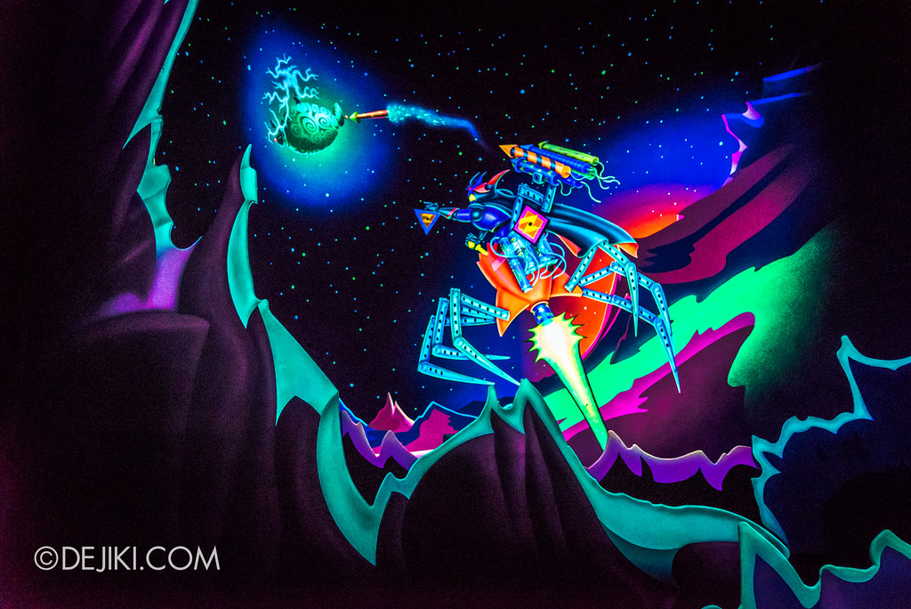 Hong Kong Disneyland Buzz Lightyear Astro Blasters Last Mission - Zurg blasts off to escape