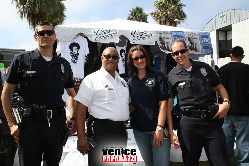 1.  LAFD's Captain Neily stands tall with the LAPD.JPG