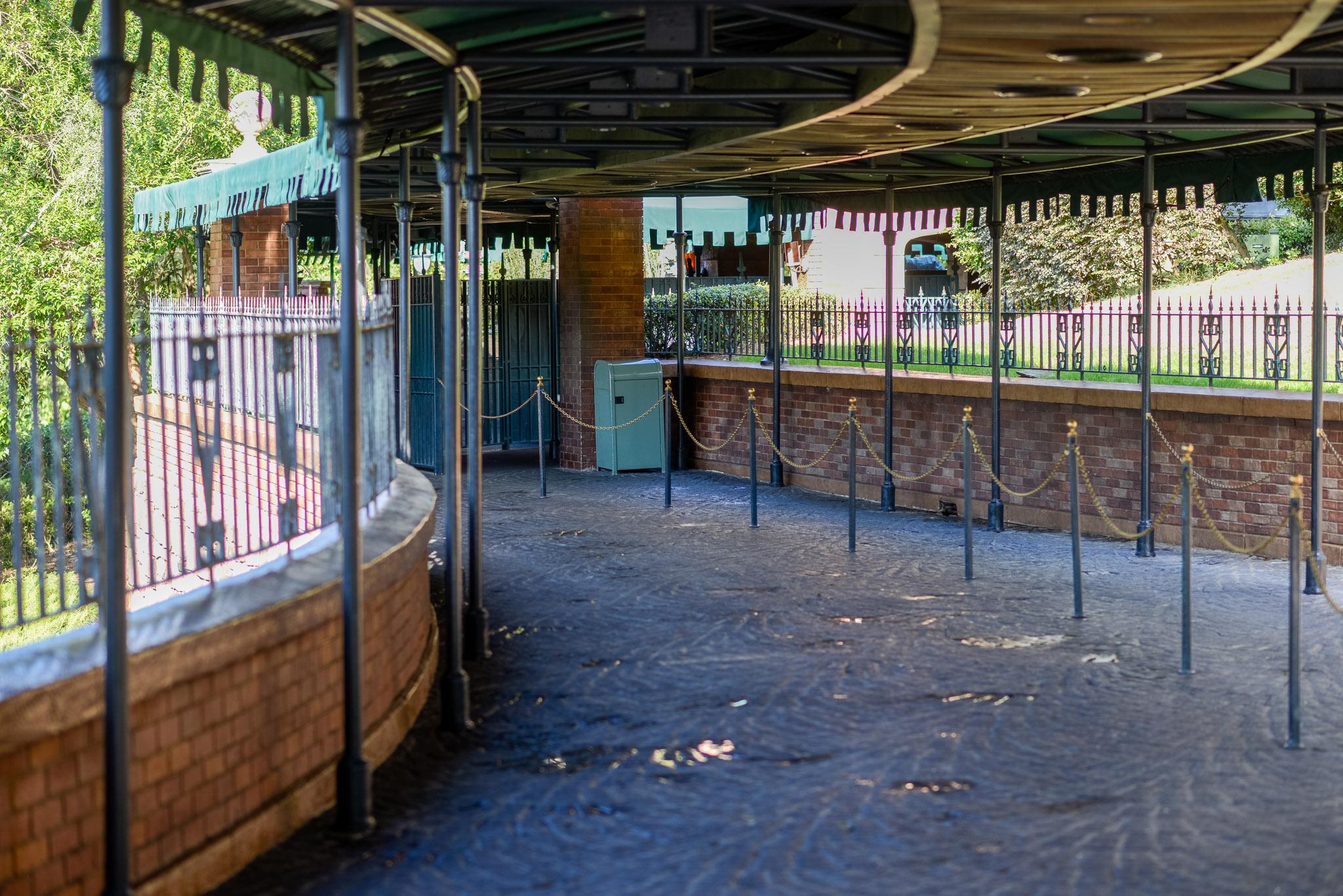 Haunted Mansion Empty Queue - Walt Disney World Magic Kingdom
