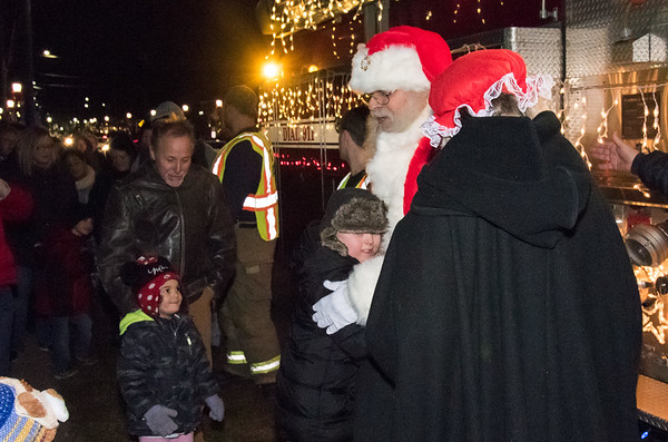 12/06/18 Wesley Bunnell | Staff Plainville held a tree lighting ceremony on Thursday at Fire HQ featuring singing, refreshments and a visit from Santa with a chance to sit on his lap. Barry Thomasen stand with his granddaughter Eliana, age 3, as Santa and Mrs. Clause arrive on a fire truck.
