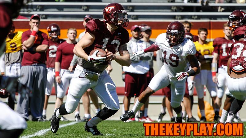 QB Chris Durkin runs with the football. (Mark Umansky/TheKeyPlay.com)