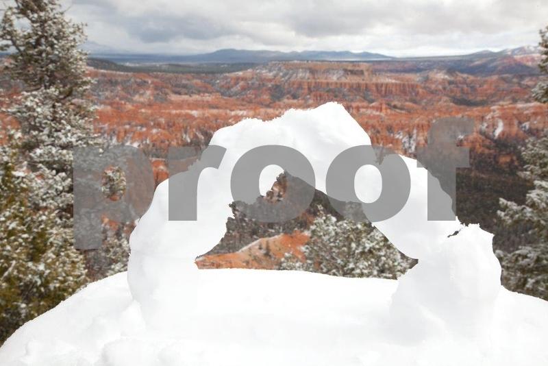 Bryce snow arch 7696.jpg