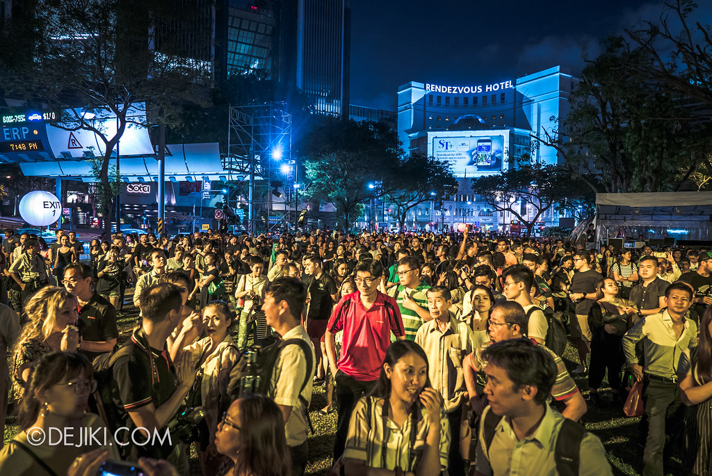 Singapore Night Festival / GLOBE by Close-Act Theatre show - Crowd waiting for the show