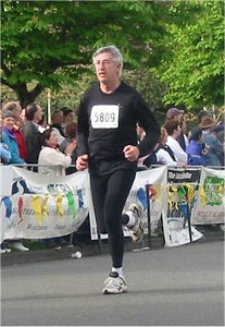 2003 Times-Colonist 10K - David Weicker finishing WELL under an hour