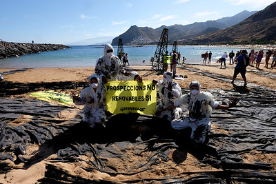 Acción/Simulamos un vertido en Tenerife