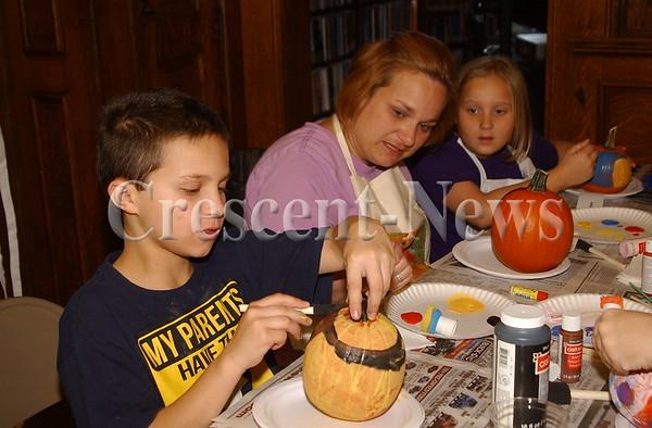 10-22-15 NEWS Defiance Library Pumpkin Painting