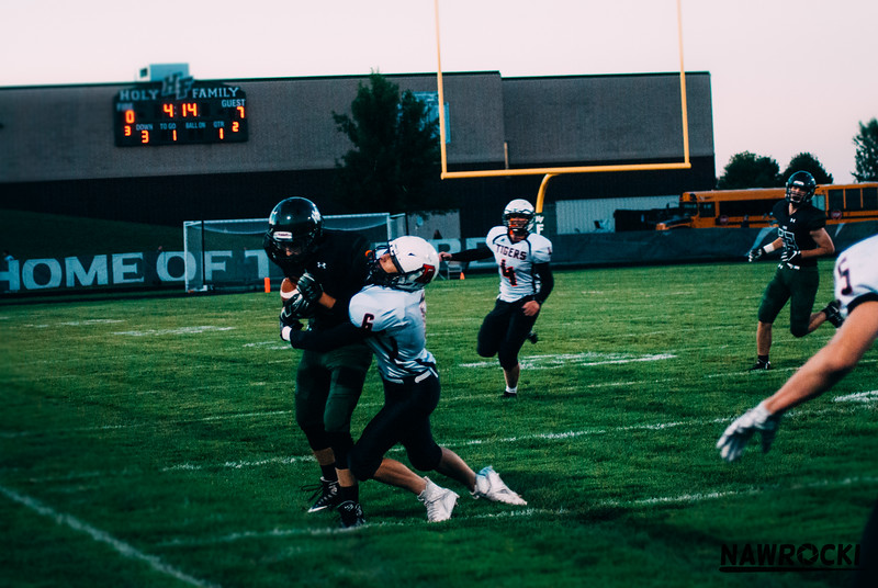 CNP_FOOTBALL_VS_DELANO-18.JPG