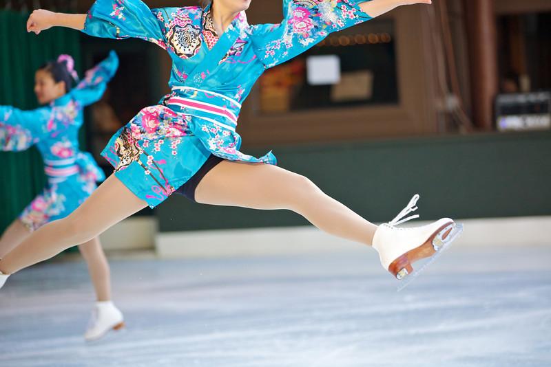 Skating  10048.jpg