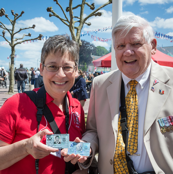 It turned out that Jan and Don are both retired Master Sergeants...with the cards to prove it