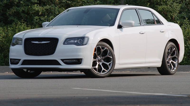 2017 Chrysler 300S Parked Reel
