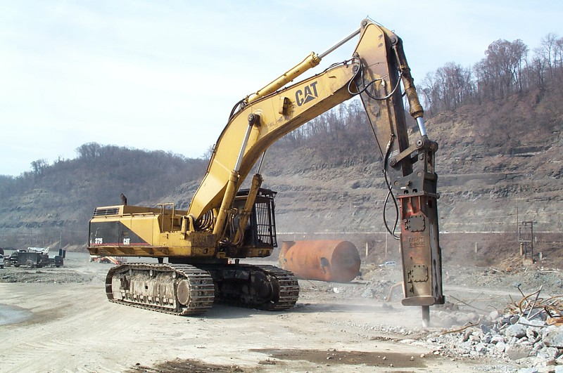 NPK E240A hydraulic hammer on Cat 375 excavator (2).jpg