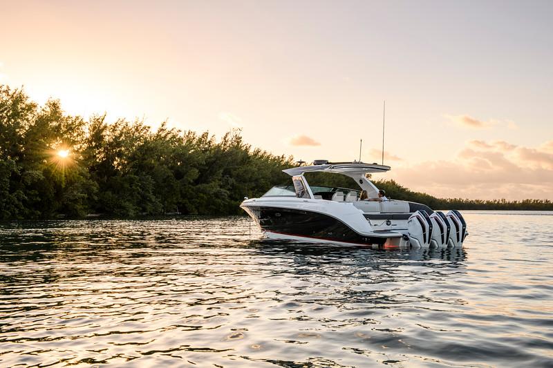 2020-SLX-R-400-e-Outboard-lifestyle-23.jpg