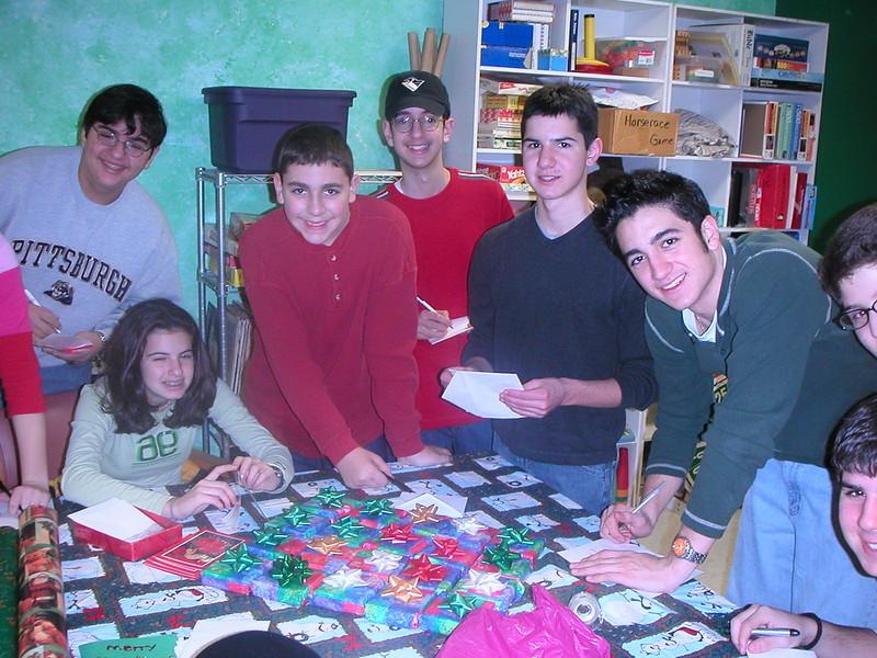 2002-12-14-GOYA-Christmas-Caroling_003.jpg