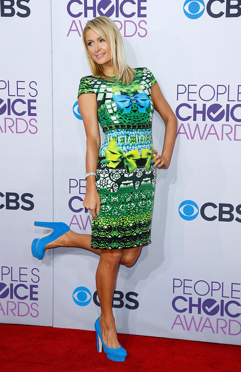 . Socialite Paris Hilton poses as she arrives at the 2013 People\'s Choice Awards in Los Angeles, January 9, 2013.   REUTERS/Danny Moloshok