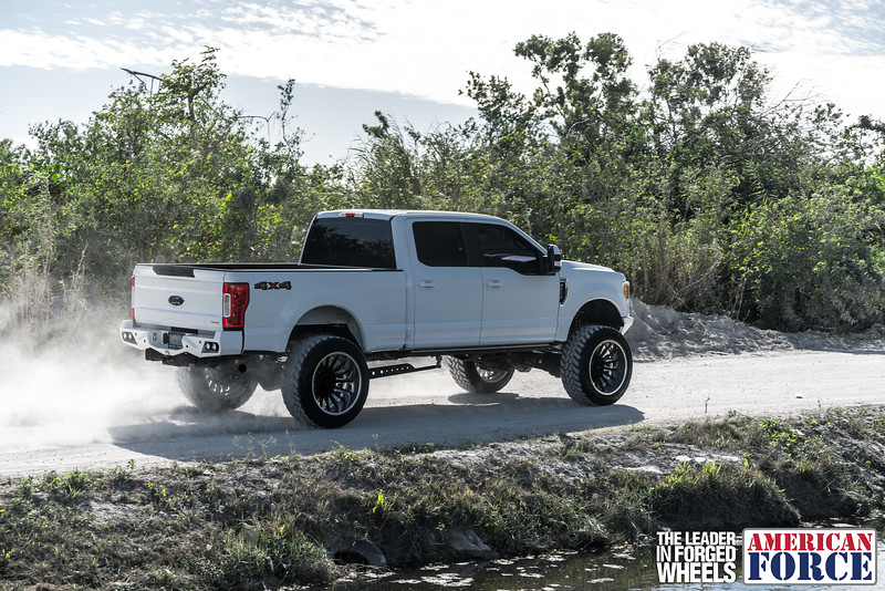 Champion4x4-Juan.S-White-2017-Ford-F250-Polish-Black-24x14-Tactical-Crown-WEB-180131-DSC00249-58.jpg