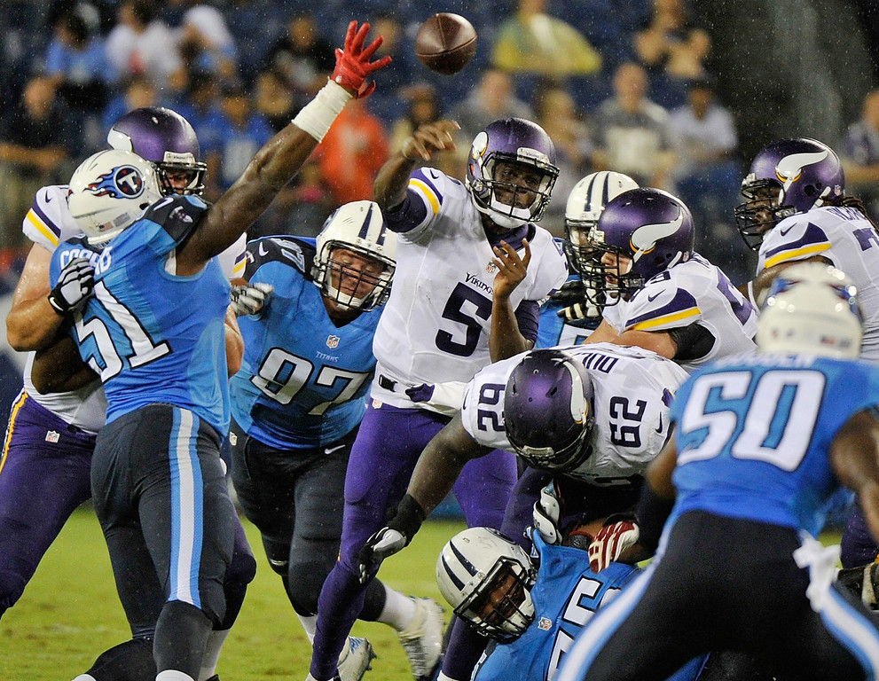 . Quarterback Teddy Bridgewater of the Minnesota Vikings throws a pass against the Tennessee Titans. (Photo by Frederick Breedon/Getty Images)