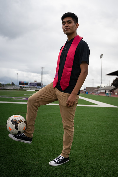 1905_15_efrain_senior_pictures-03643.jpg