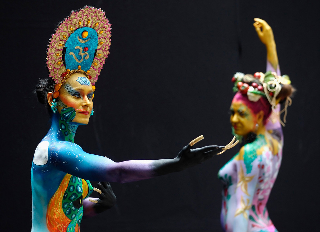 . Models pose during the annual World Bodypainting Festival in Poertschach July 6, 2013. The event takes place from July 5 to 7 at lake Worthersee in Austria\'s southern Carinthia province. REUTERS/Heinz-Peter Bader