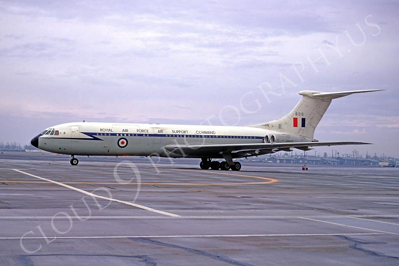 BAC VC10 00001 BAC VC10 British RAF XR806 February 1968 by Peter B Lewis.JPG