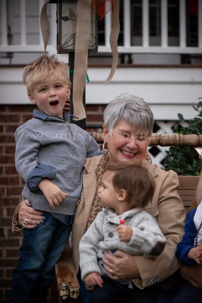 2019 November Ellis Family-275-122.jpg