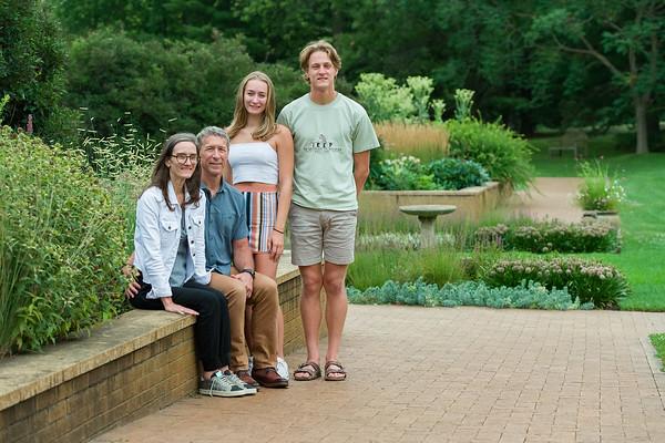 Loxtercamp-Zahrbock_ 2021 Family Photo
